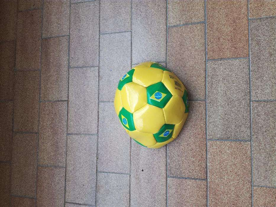 8 baloes futebol