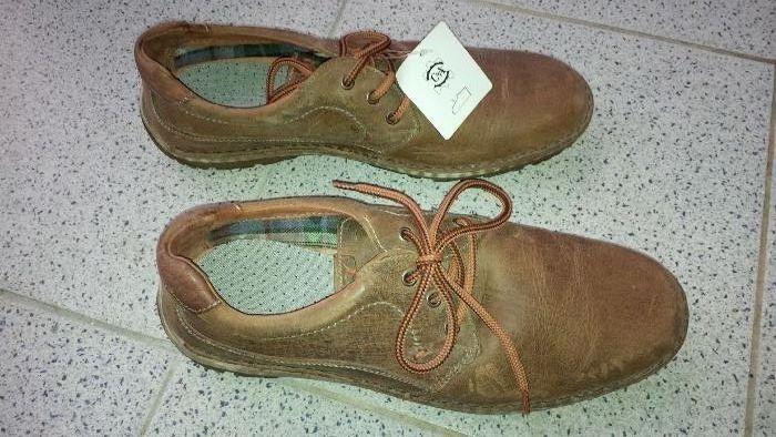 Sapatos de Homem em Pele - NOVOS