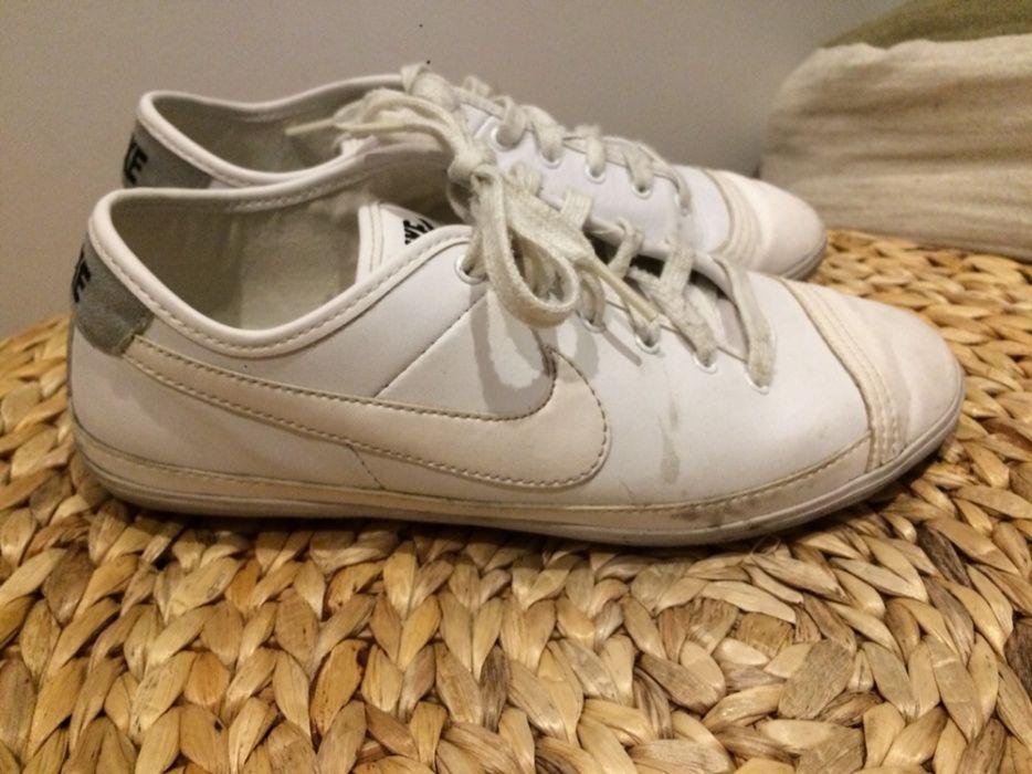 Sapatilhas Nike brancas Mafamude E Vilar Do Paraíso • OLX