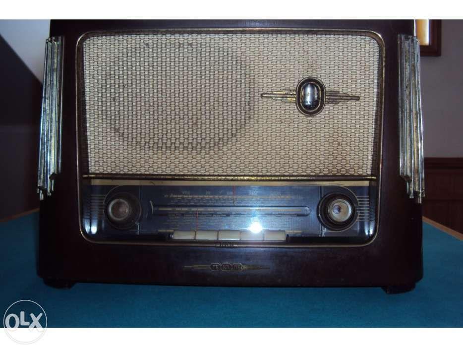 Radio Muito antigo com mais de 70 anos