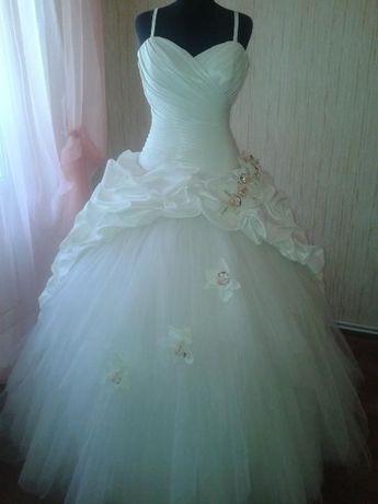 свадебное платье 1500грн