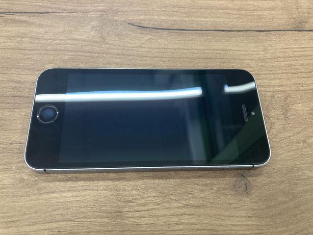 Iphone SE 32GB в хорошем состоянии с документами есть коробка и кабель