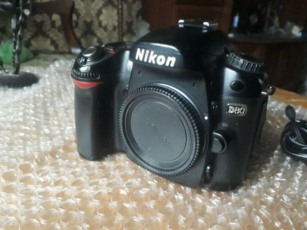 Продам профи зеркалку Nikon D80
