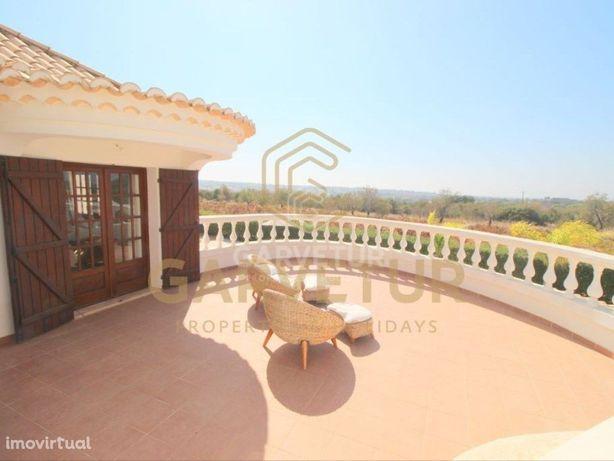 Moradia V4, com piscina e estacionamento, Albufeira, Algarve
