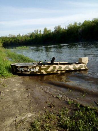 продам лодку с мотором 45 л.с.