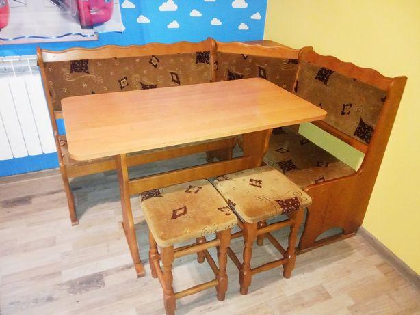 Narożnik kuchenny zestaw ze stołem i taboretami