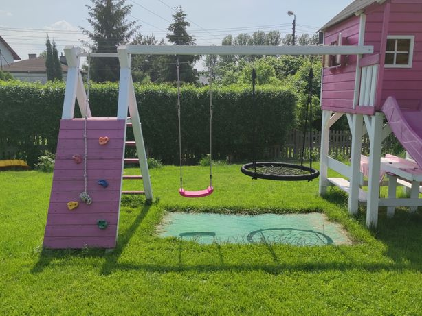 Plac zabaw - (ścianka + miejsce na dwie huśtawki wraz z huśtawkami) !!