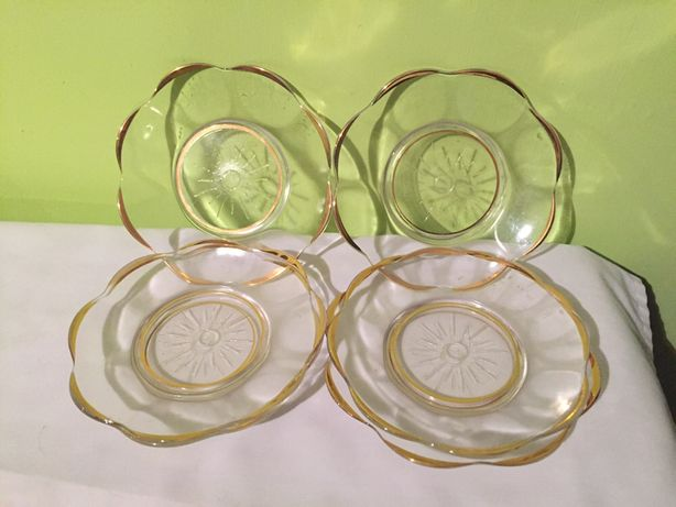 Szklane talerzyki do ciasta ze złoconym rantem