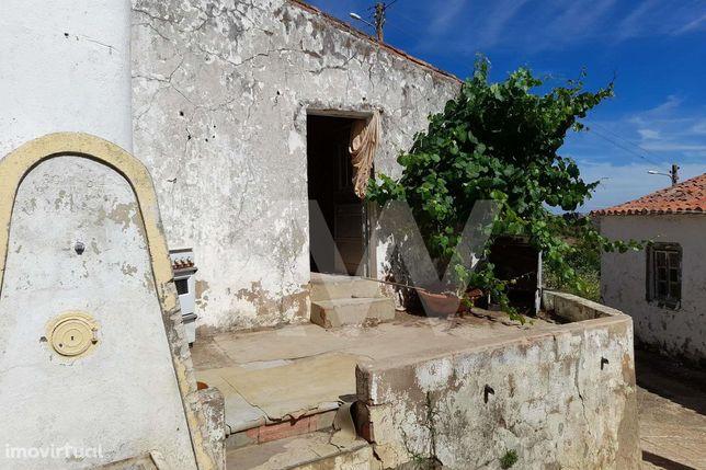 Moradia para reconstruir no Monte Vascão