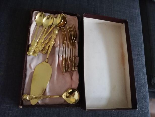 Zestaw Sztućce złote do ciasta, łyżeczki, widelczyki zlote