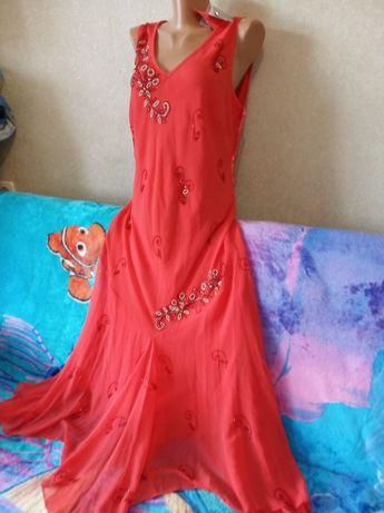 Новое алое платье расшитое бисером