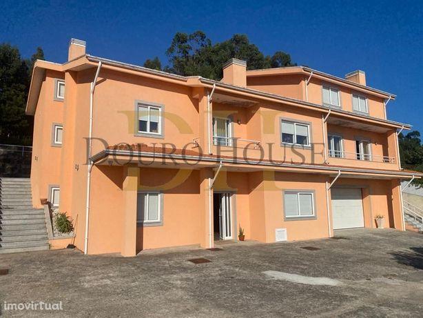 Moradia T6 - 4 frentes - Zona de Jardim - 2740m2