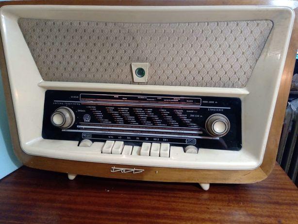 Radio lampowe ZRK Tatry 3281 .