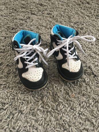 Кроси, кросовки Nike