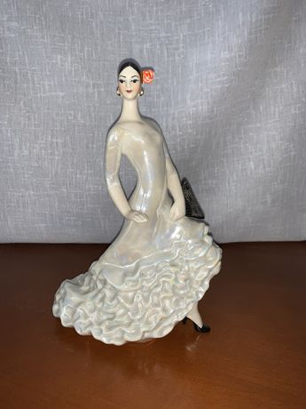 Porcelanowa sygnowana figurka tancerki Korosten