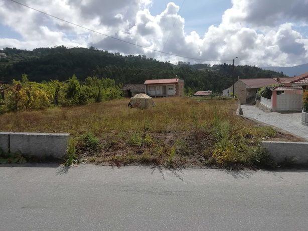Terreno com 980m2 com autorização para construir em Marco de Canaveses