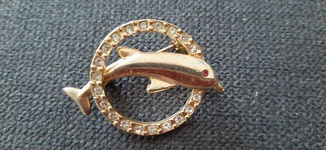 Broszka z delfinkiem