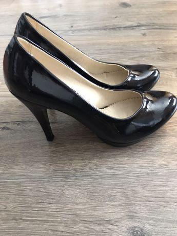 Чёрные базовые туфли 39 размер