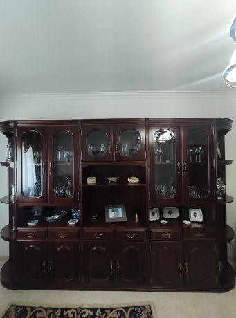 Mobiliário de sala (móvel grande, sofás e mesa de sala)