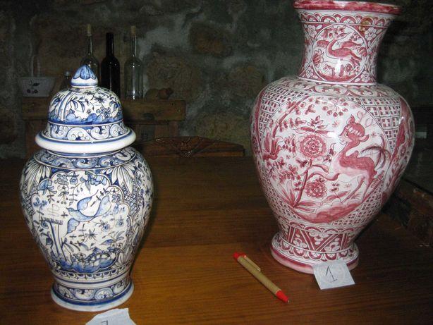 Pote e jarrão antigos de loiça de Coimbra pintados à mão