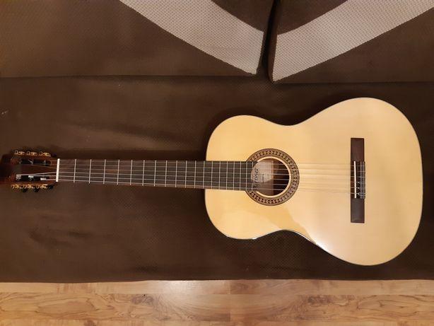 Gitara klasyczna Martinez MC-20S z futerałem.