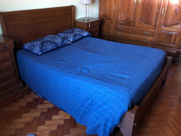 Mobilia de Quarto Casal completa em Madeira de Castanho
