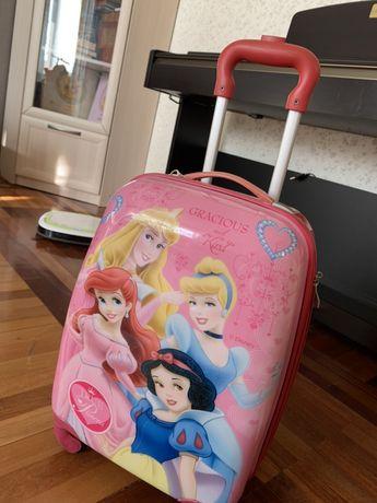 Дорожній, дитячий чемодан