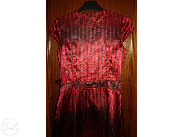 Vestido vermelho grená BERSHKA tamanho S