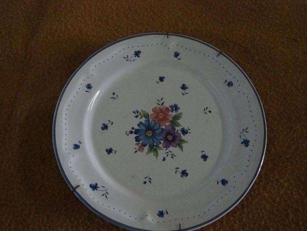 Prato decorativo com motivo flores