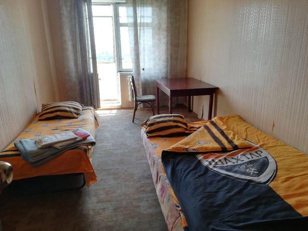 Cдам посуточно КОМНАТУ в 4-к квартире на Соломенке недалеко от центра