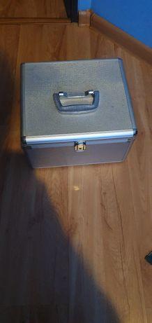 Kufer na płyty CD zamykany na klucz