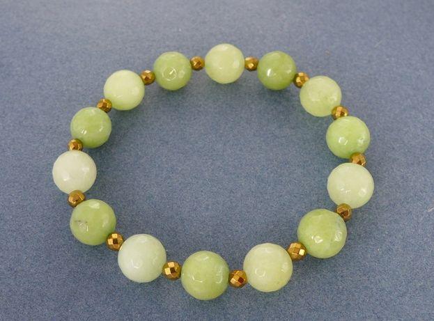 bransoletka z jadeitów faset.zielonych i hematytów złotych
