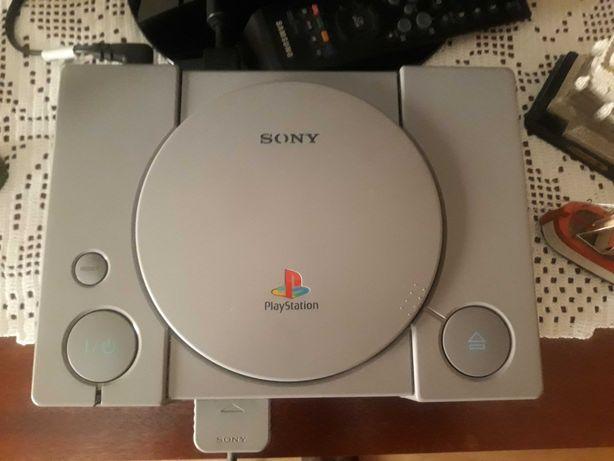 Playstation 1 + cabos + comando + jogo