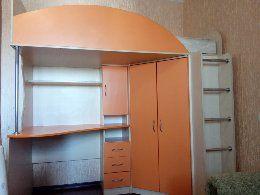 Кровать - чердак с матрасом, стол, шкаф
