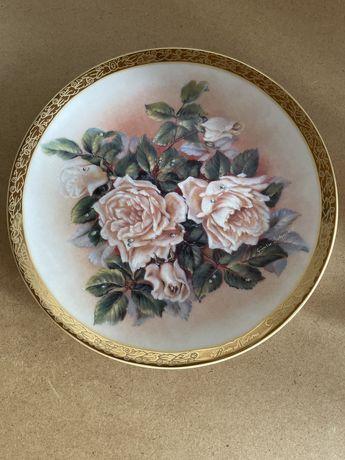 Вінтаж: колекція настінних панно тарілок