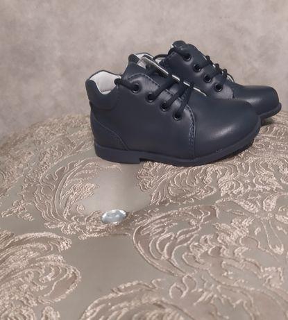 Детские туфли 21 размер,ціна договірна