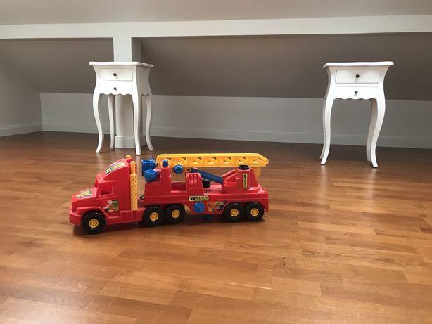 Duży wóz strazacki