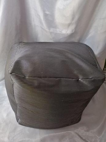 Пуфик бескаркасный 50*50*50 выдерживает вес до 100 кг