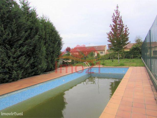 Moradia T3 com Piscina e Campo de Ténis