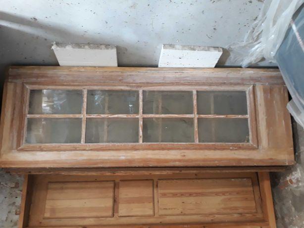 Stare drewniane rustykalne drzwi do renowacji loft vintage