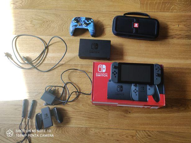 Czarne Nintendo switch+pokrowiec+pad+kolekcja gier