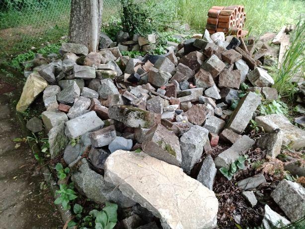 Kamienie, granit