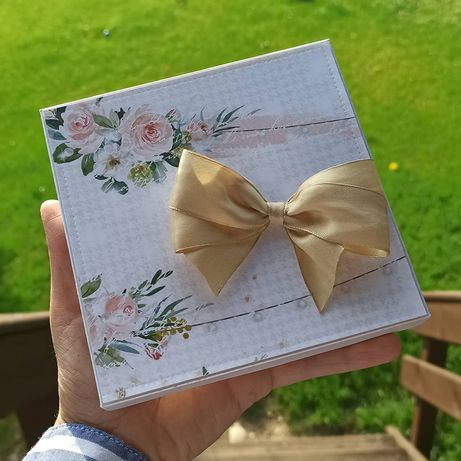 Kartka ślub ślubna w pudełku z kartką z kalendarza kartka z kalendarza