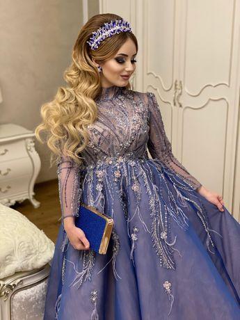 Розкішна вечірня сукня-міді із пишною спідницею