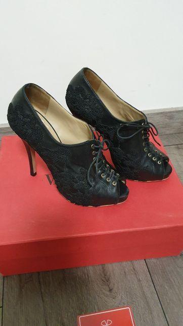 Оригинальный итальянские туфли ботильоны Valentino 36 размер
