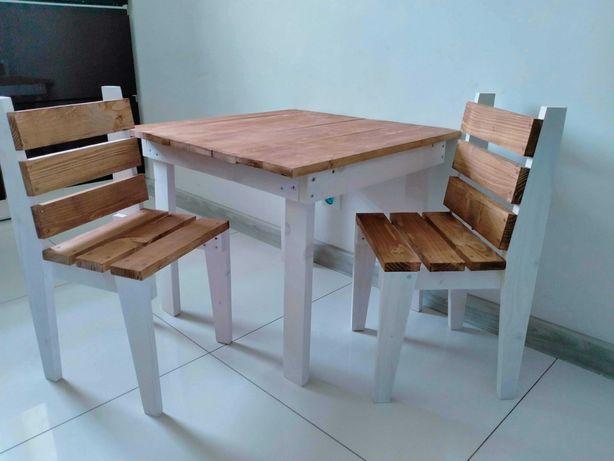 Stolik plus dwa krzesełka