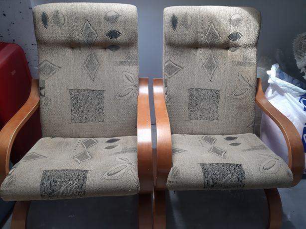 2 beżowe fotele kawowe
