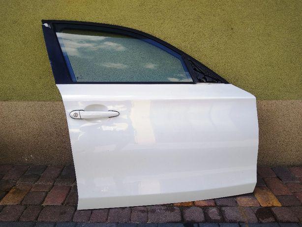 BMW 1 E87 drzwi prawy przód szyba białe kompletne