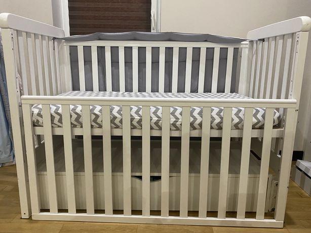 Детская кроватка стандартная с маятником и полкой для хранения