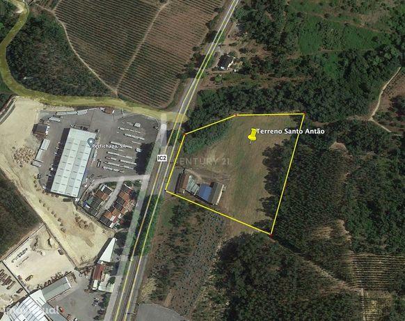 Terreno com 23000m2 e aptidão industrial, em Santo Antão
